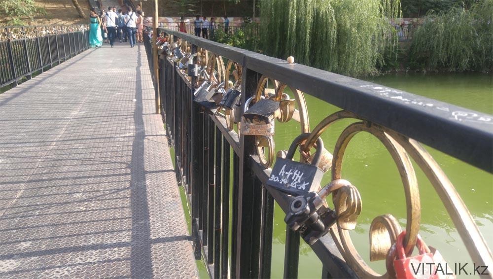 замки на мосту дендропарк