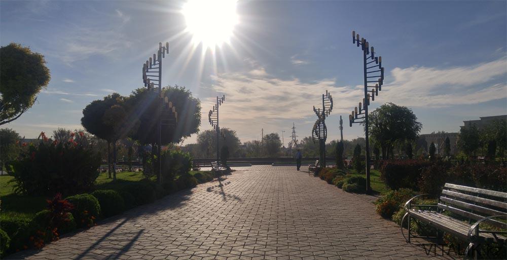 фонари днк парк независимости