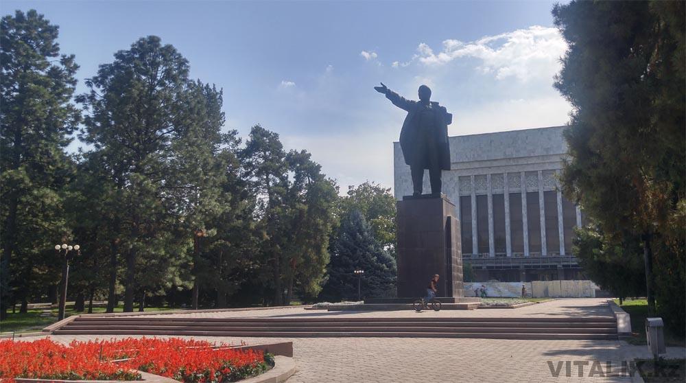 памятник ленину бишкек