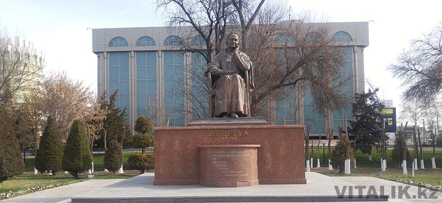 Памятник Зульфия Ташкент