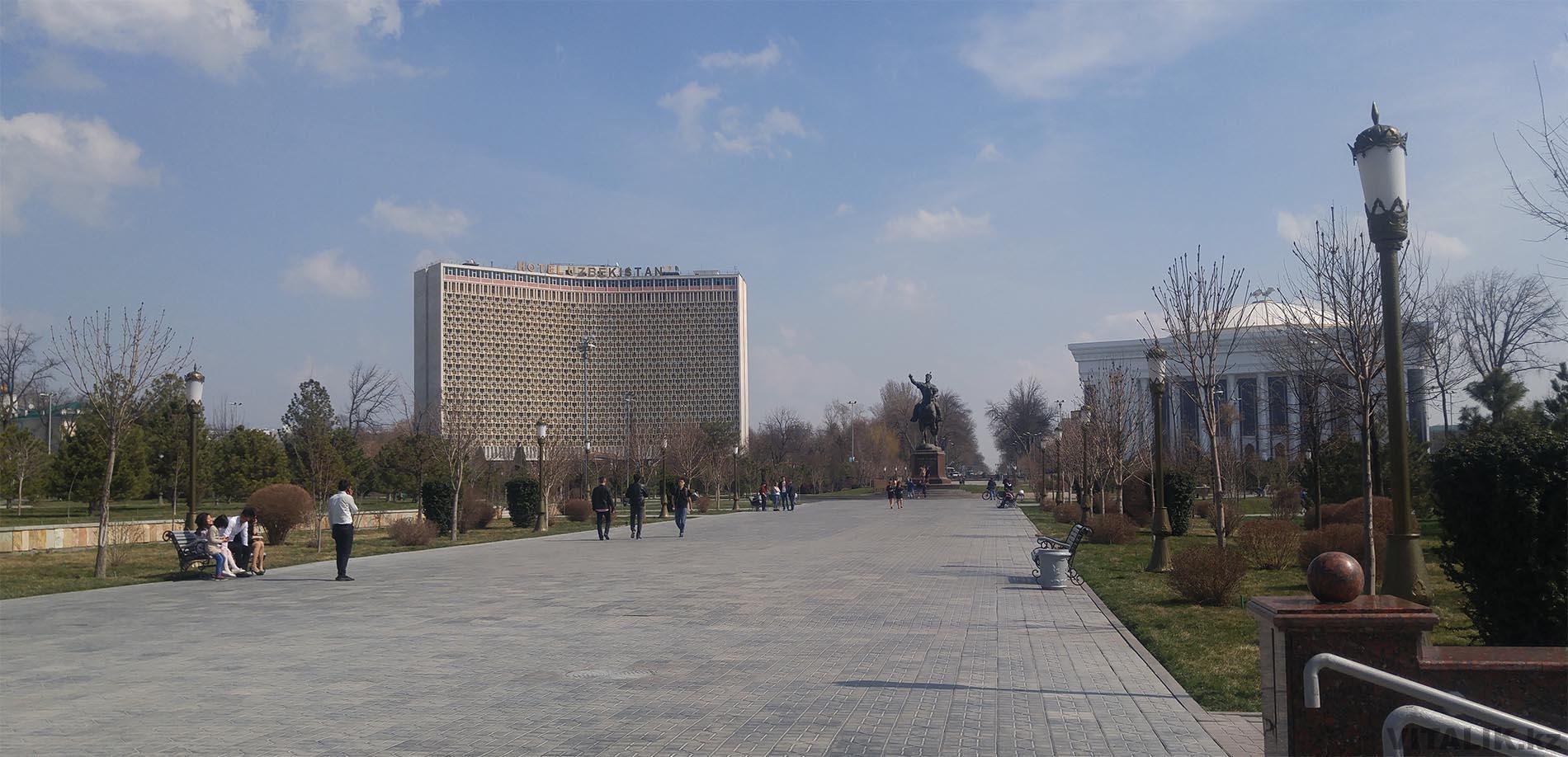 Сквер Амира Тимура памятник