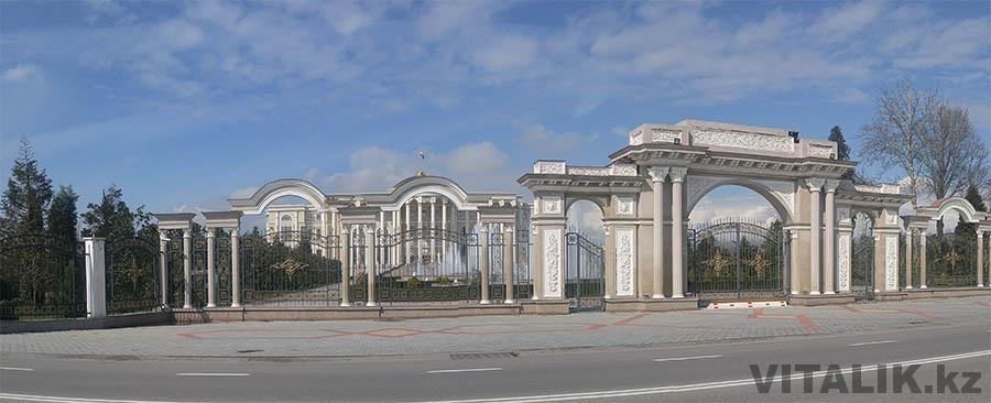 Ворота национального дворца Душанбе