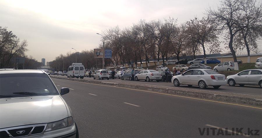 Парковка в три ряда Ташкент