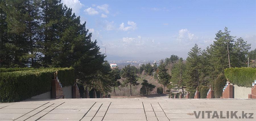Парк Победы вид на город с мемориала