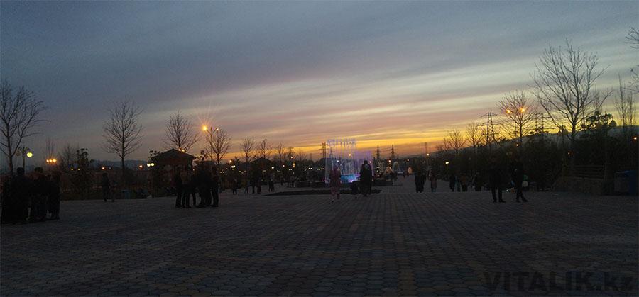 Парк Рудаки вечером
