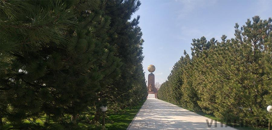 Парк возле Дома правительства Узбекистана
