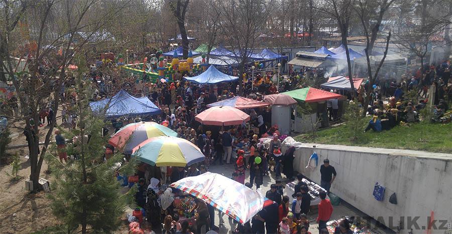 Парк в Душанбе палатки