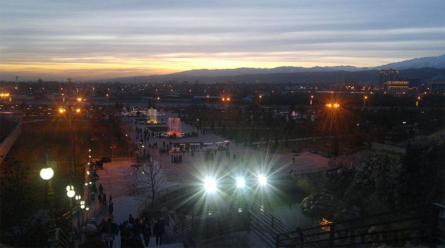 Рудаки парк Душанбе вечером