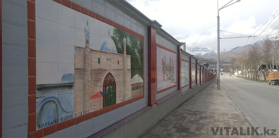 Стена в районе цементного завода Душанбе
