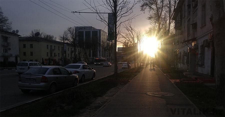 Улица Айни Душанбе вечером