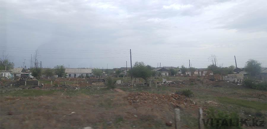 Село Аксуйек разрушенные дома