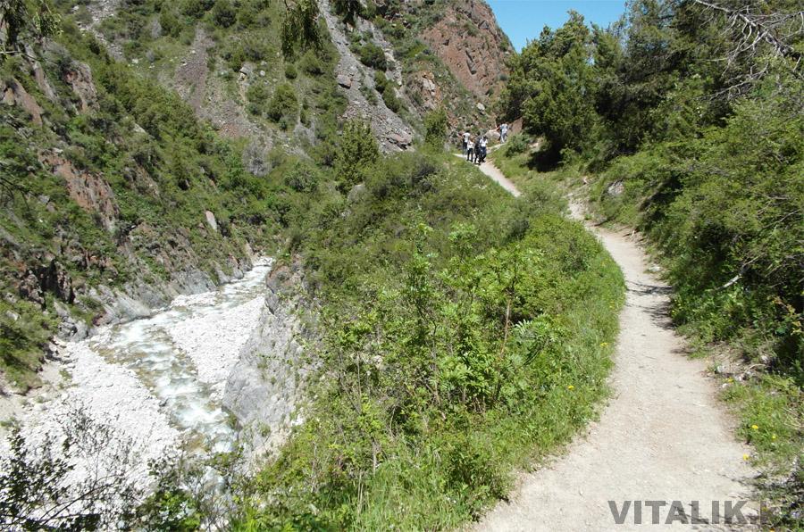 Горы Кыргызстана тропинка