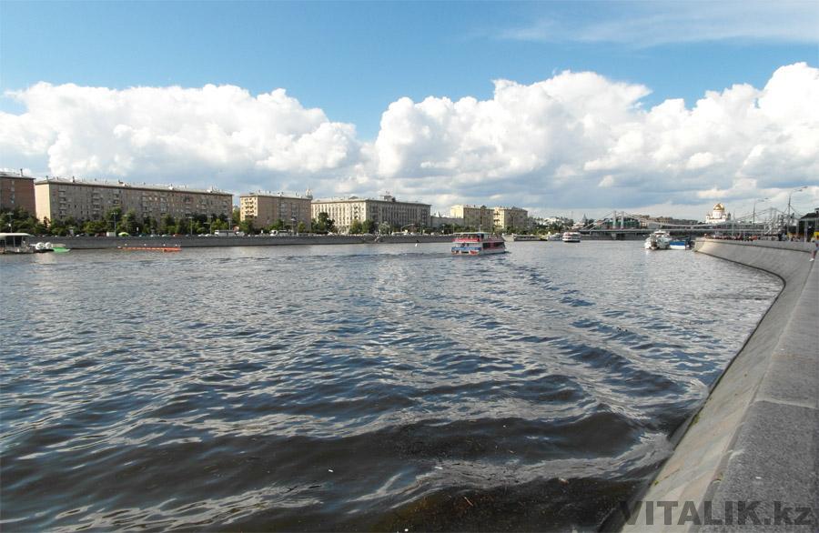 Набережная Москва Реки в парке Горького