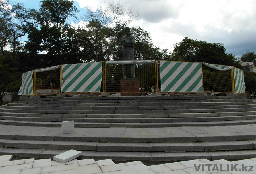 Памятник стройка Москва