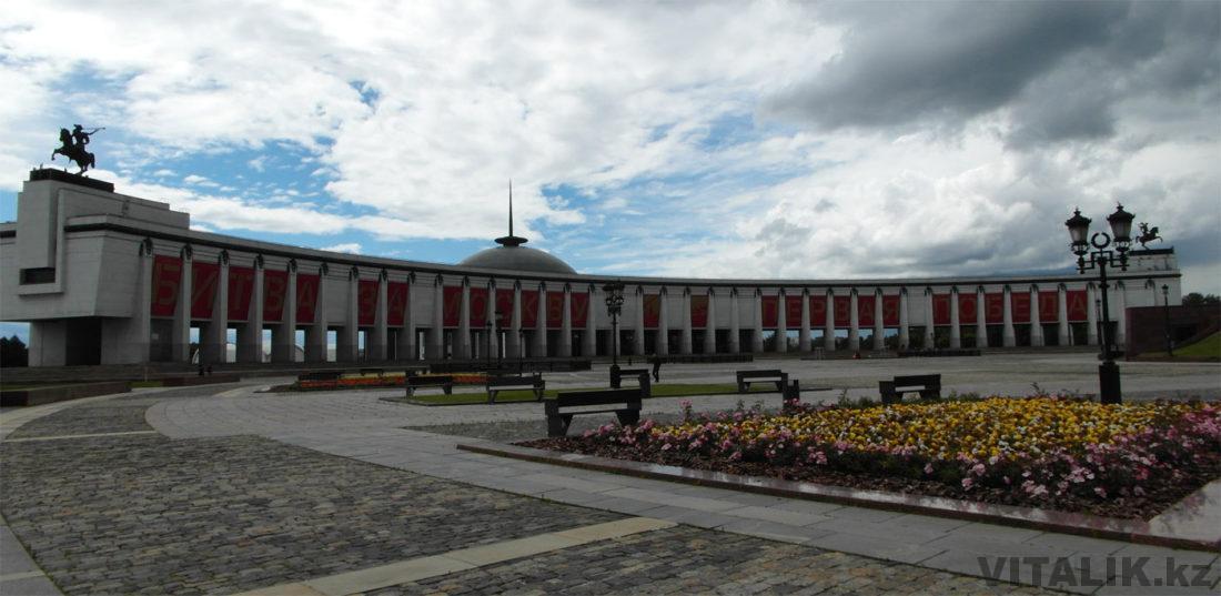 Площадь перед Монументом Победы