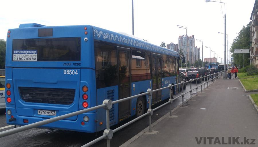 Московский автобус в пробке