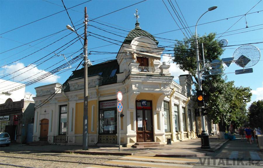 Старое здание на улице Красная
